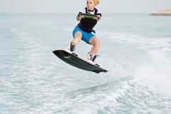 Wakeboarder in actie stock afbeelding