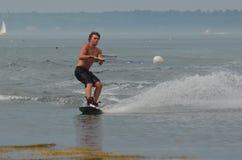 Wakeboarder en un día libre del verano la costa de Maine Foto de archivo libre de regalías