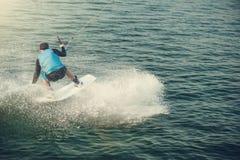 Wakeboarder pociągi w jeziorze zdjęcie royalty free
