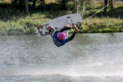 Wakeboarder springende bovenkant - neer stock foto's