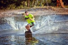 wakeboarding夏天的体育 免版税库存照片