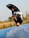 wakeboarding的翻筋斗 库存图片