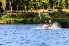 人Wakeboarding 免版税图库摄影