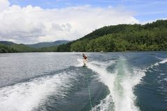 Wakeboarding auf See Santeetlah, North Carolina stockbilder