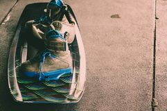 Wakeboarding, sports aquatiques extrêmes Mettez dessus le plancher photos stock