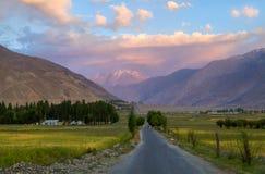Wakhan-Tal und die Hindukusch-Berge auf der Grenze mit Af lizenzfreie stockfotos