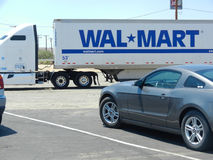 Wal-Mart Delivery Truck Lizenzfreies Stockbild