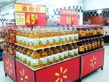 Wal-Mart i försäljningsområdet för ätlig olja Arkivfoto