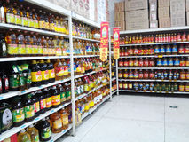 Wal-Mart i försäljningsområdet för ätlig olja Royaltyfri Fotografi
