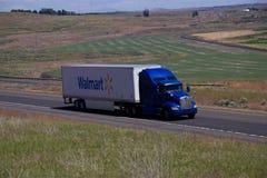 Wal-Mart Semi-Truck imágenes de archivo libres de regalías