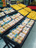 Wal-Mart supermarketfrukt Arkivbilder