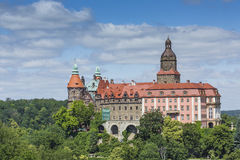 WALBRZYCH POLEN - JULI 07, 2016: Slott Ksiaz i Walbrzych, in arkivfoton