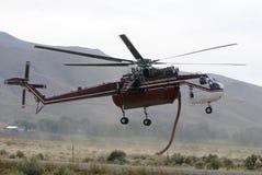 walczący pożarniczy helikopter Obrazy Royalty Free