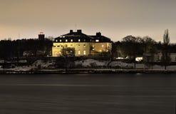 Waldemarsudde museum på natten på en udde av DjurgÃ¥rden utanför Stockholm Fotografering för Bildbyråer