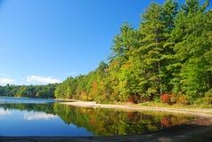 Walden Pond vicino ad accordo, mA Fotografie Stock Libere da Diritti