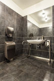 Waldhotel - Badezimmer für das untaugliche stockfotos