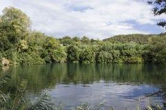 Waldland und Wasservorrat Nationalparks Krka in Sibenik, Kroatien Lizenzfreie Stockfotos
