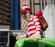 Waldo Float In Parade lizenzfreie stockfotos