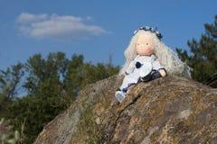 Waldorf-Puppe an der Natur Lizenzfreie Stockbilder