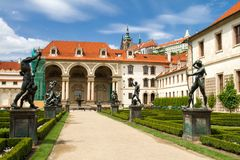 Waldstein slottträdgård royaltyfria foton