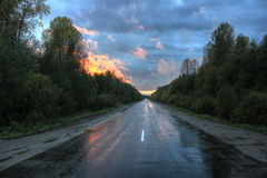 Waldweg, Russland Lizenzfreie Stockfotos
