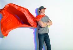 Waleczny męski jest ubranym czerwony przylądek Fotografia Stock