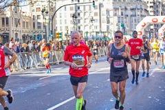 WALENCJA HISZPANIA, GRUDZIEŃ, - 02: Biegacze współzawodniczą w XXXVIII Walencja maratonie na Grudniu 18, 2018 w Walencja, Hiszpan fotografia stock
