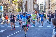 WALENCJA HISZPANIA, GRUDZIEŃ, - 02: Biegacze współzawodniczą w XXXVIII Walencja maratonie na Grudniu 18, 2018 w Walencja, Hiszpan zdjęcia royalty free