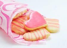 Walentynek ciastka w formie serca Zdjęcia Royalty Free