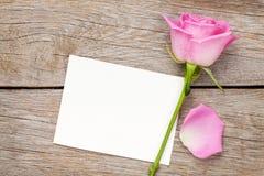 Walentynka dnia fotografii lub kartka z pozdrowieniami rama i menchii róża Zdjęcia Stock