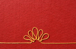Walentynka dnia karta - kwiat robić od drutu na czerwonym tle Zdjęcie Stock