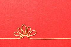 Walentynka dnia karta - kwiat robić od drutu na czerwonym tle Zdjęcia Stock