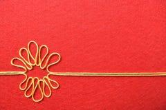 Walentynka dnia karta - kwiat robić od drutu na czerwonym tle Zdjęcie Royalty Free
