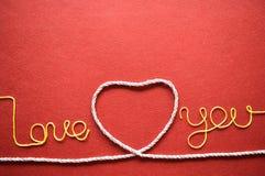 Walentynka dnia karta - serce robić od drutu na czerwonym tle Zdjęcie Stock