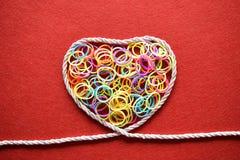 Walentynka dnia karta - serce robić od drutu na czerwonym tle Obraz Royalty Free