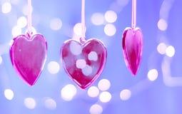 Walentynka dnia kartka z pozdrowieniami, valentines dnia tło, czerwony szklany serce przeciw tłu światła, Obrazy Stock