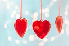 Walentynka dnia kartka z pozdrowieniami, valentines dnia tło, czerwony szklany serce przeciw tłu światła, Zdjęcie Royalty Free