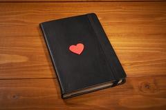 Walentynka dnia notatnik z czerwonym sercem Obrazy Royalty Free