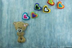 Walentynka dnia pocztówka Miś i colourful serca Obraz Royalty Free