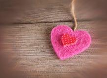 Walentynka dnia serce na drewnianym tle tonował z retr Zdjęcie Stock