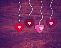 Walentynka dnia serce na drewnianym tle tonował z retr Obrazy Royalty Free