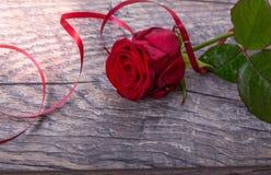 Walentynka dnia tło Walentynka dnia stołu miejsca położenia Drewniany stół z kopii przestrzenią Obraz Royalty Free