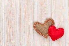 Walentynka dnia tło z zabawkarskimi sercami zdjęcie royalty free