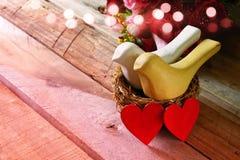 Walentynka dnia tło Para serca i dwa ptaka Zdjęcia Royalty Free