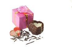 Walentynka dnia tort i prezent Fotografia Stock