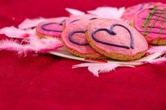 Walentynka dzień - ciastka z różowym mrożeniem i sercami Zdjęcie Stock