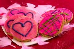 Walentynka dzień - ciastka z różowym mrożeniem i sercami Zdjęcia Royalty Free