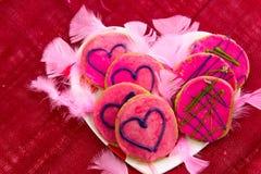 Walentynka dzień - ciastka z różowym mrożeniem i sercami Fotografia Stock