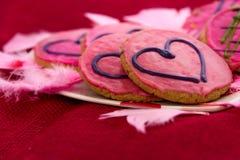 Walentynka dzień - ciastka z różowym mrożeniem i sercami Zdjęcie Royalty Free