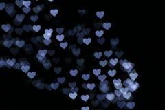 Walentynka Kolorowy sercowaty biel na czarnego tła oświetleniowym bokeh dla dekoraci przy nocy tła tapetą zamazywał wartościowośc Fotografia Royalty Free